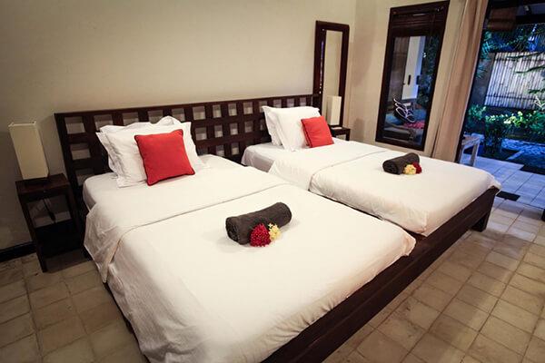 Bale-sampan-gili-trawangan-sea-heritage-hotel